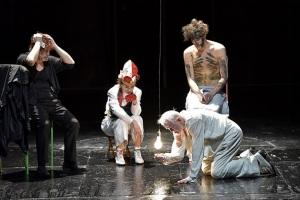 """Shakespeares """"König Lear"""" vom Schauspiel Stuttgart bei den Ruhrfestspielen Foto: Thomas Aurin"""